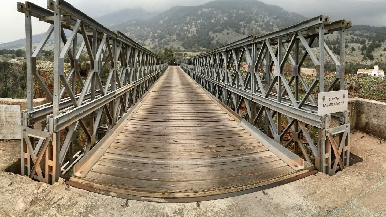 Brücke am fast verlassenen Dorf Aradena