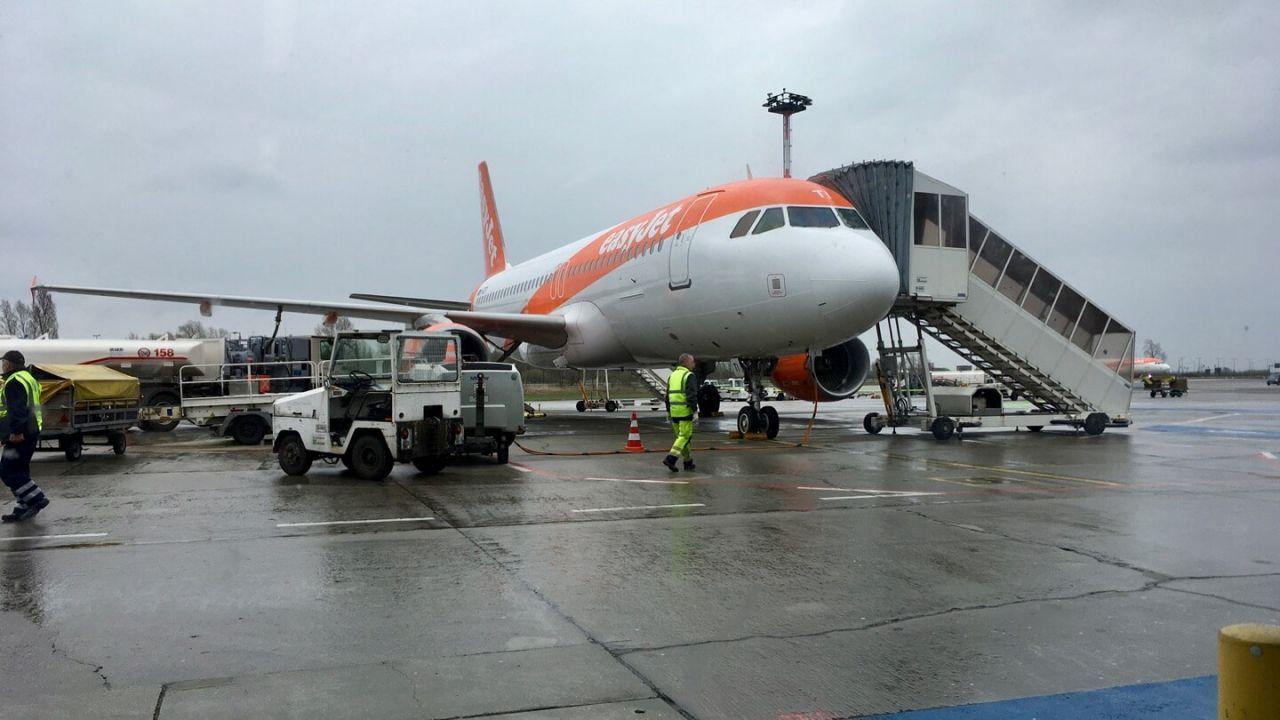 Easyjet Flieger im Regen