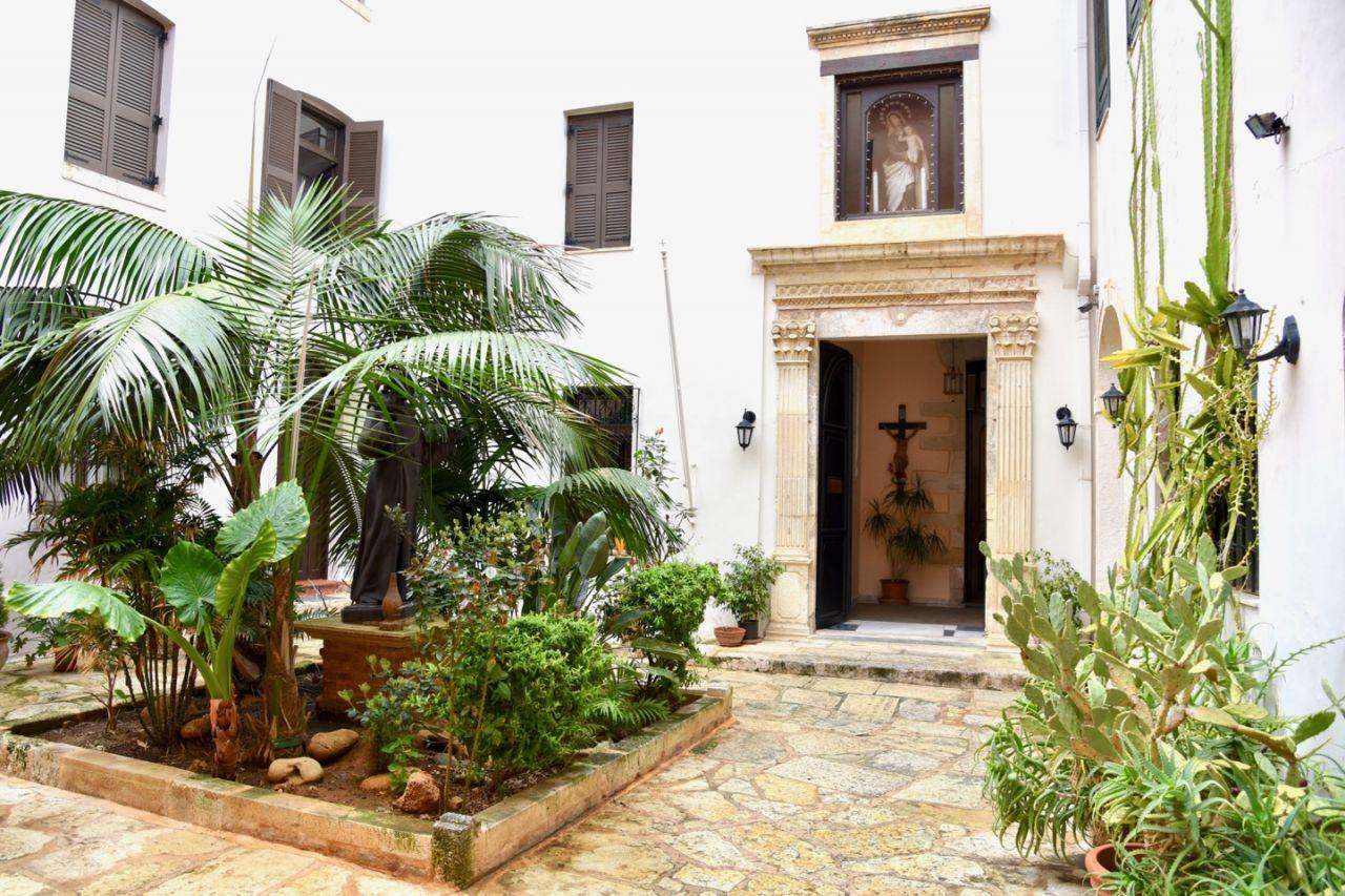 Eingang zur katholischen Kirche Chania