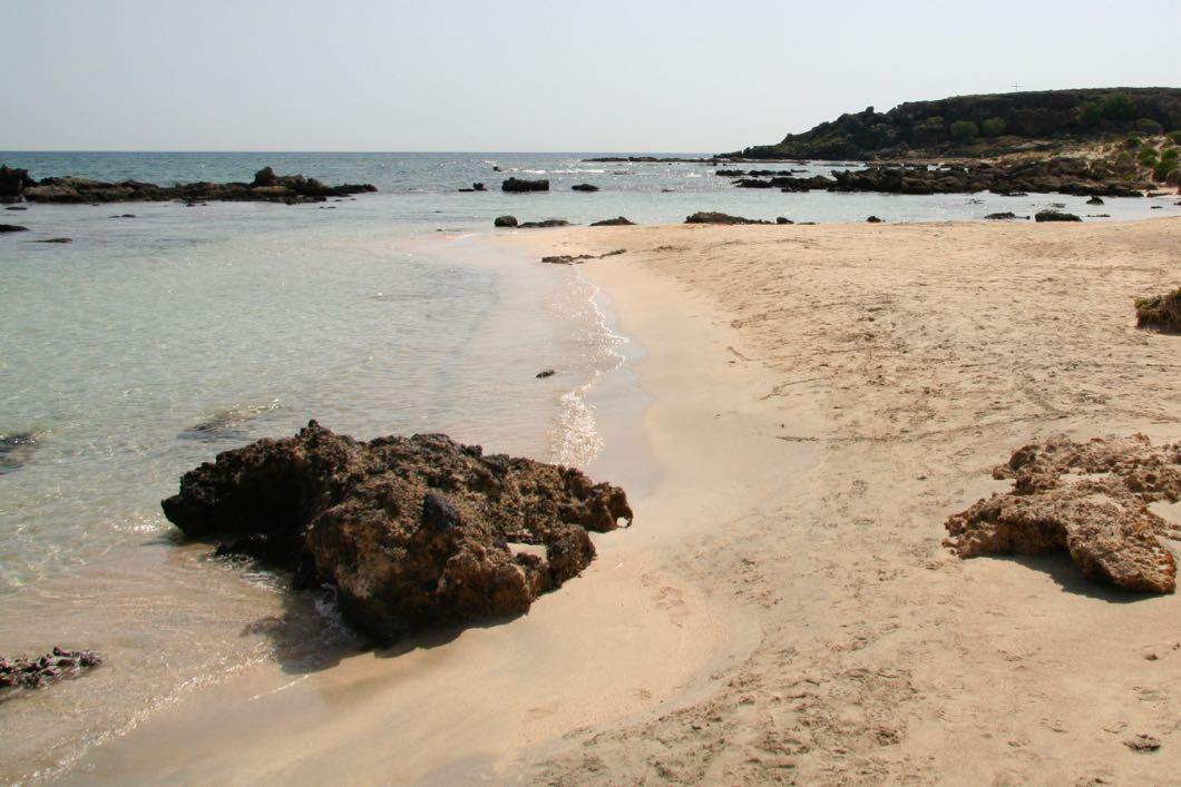 Strand von Elafonissi mit seinem feinen Sand.