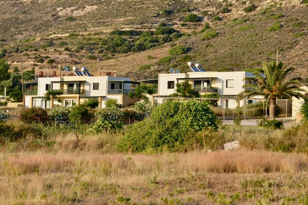 Magnolia Apartments in Falassarna vom Strand aus fotografiert
