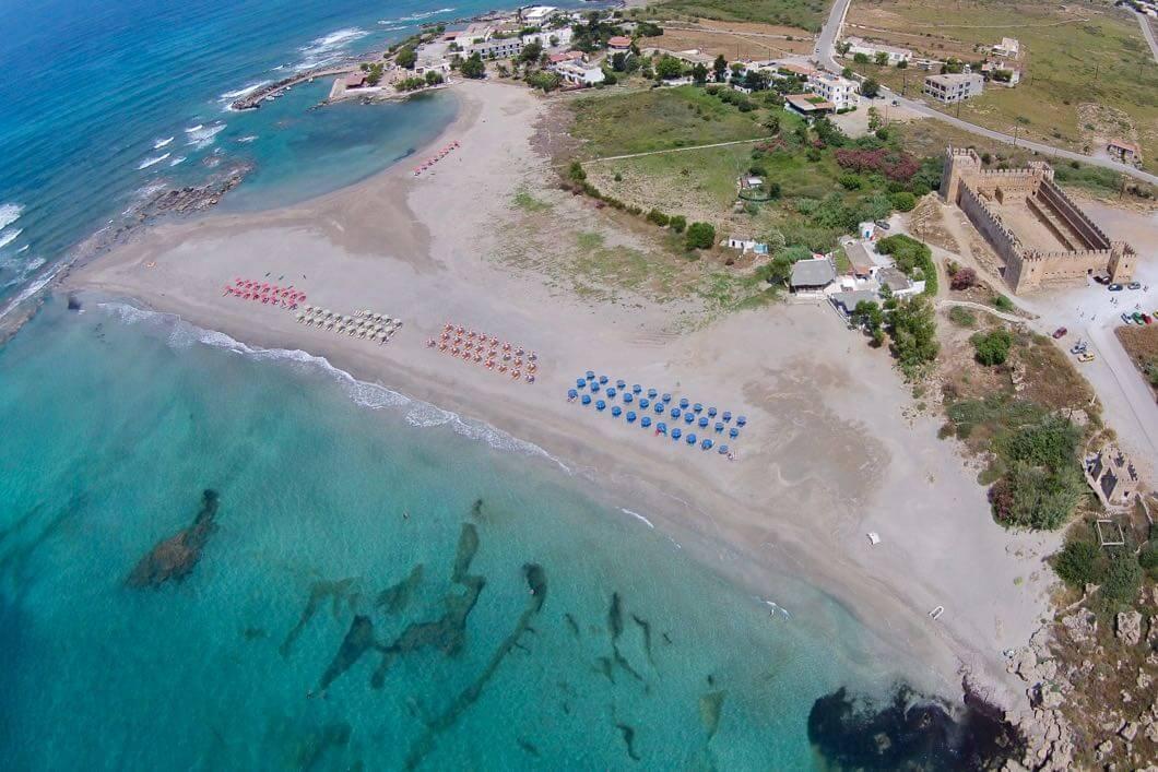 Luftaufnahme vom Strand von Frangokastello und Kastell
