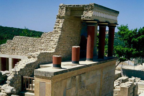 Rekonstruierte Säulen in Knossos