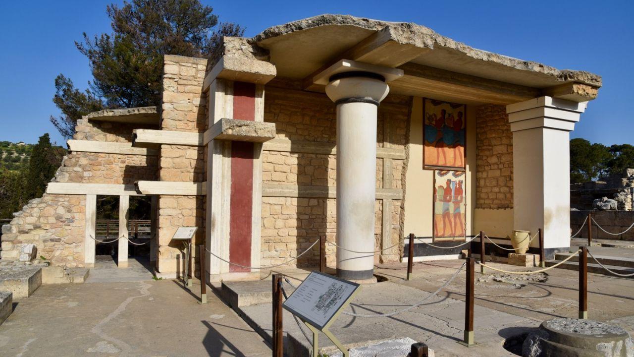 Am südlichen Propyläum in Knossos