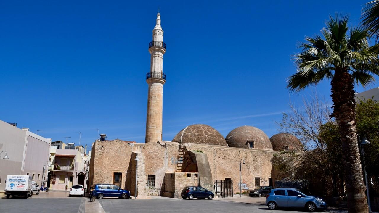 Neratze Moschee mit seinem Minarett