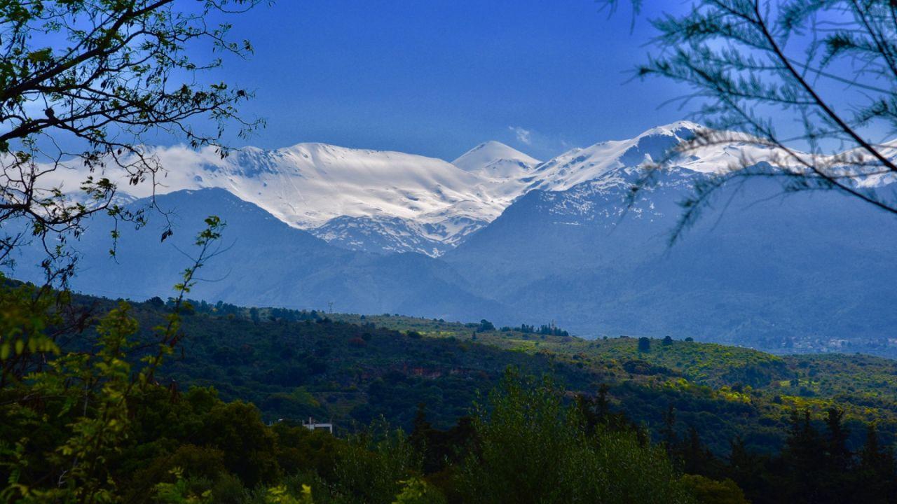 Schneebedeckte Lefka Ori