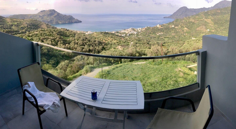 Balkon mit Ausblick auf die Buch von Plakias