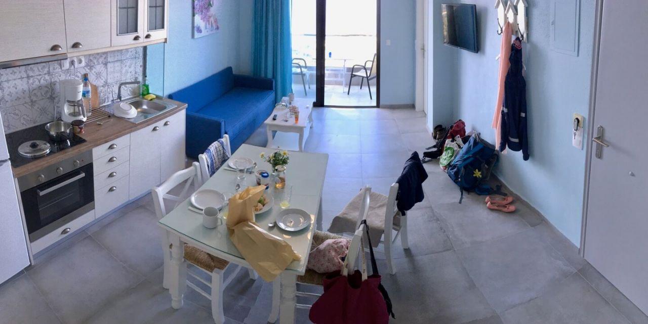 Village Apartments Mirthios - Wohnbereich mit Küche